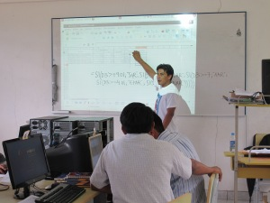 Juan teaching a Microsoft Excel workshop on formulas.